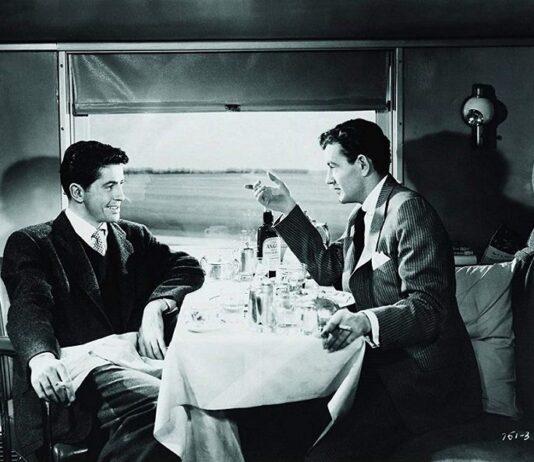 Extraños en un tren
